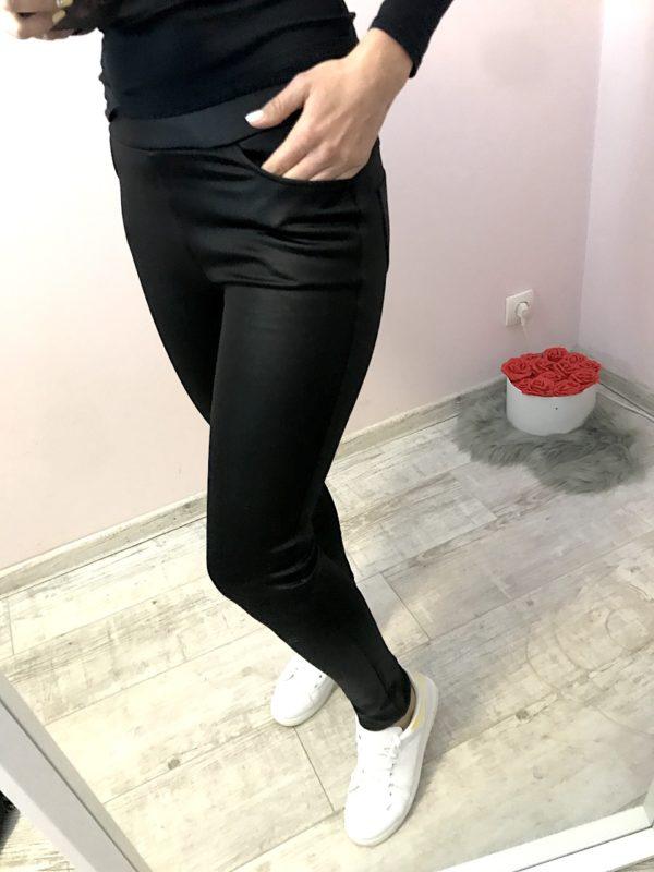 bőrhatású fekete leggings zsebes