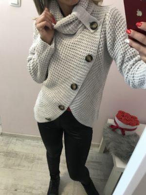 női kötött gombos pulóver