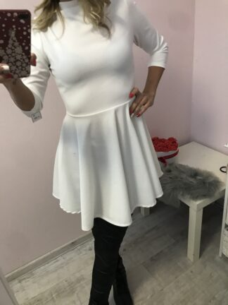 magas nyakú női ruha