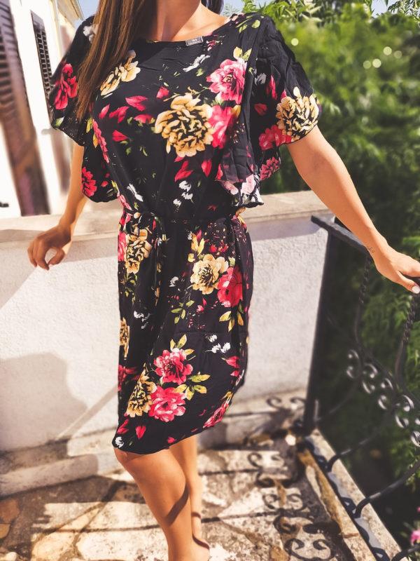 virágos ruha megkötős